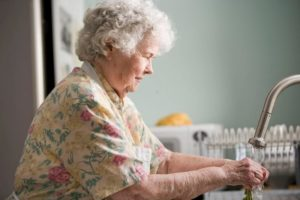 Retired parent doing dishes - senior living options can improve retirement.